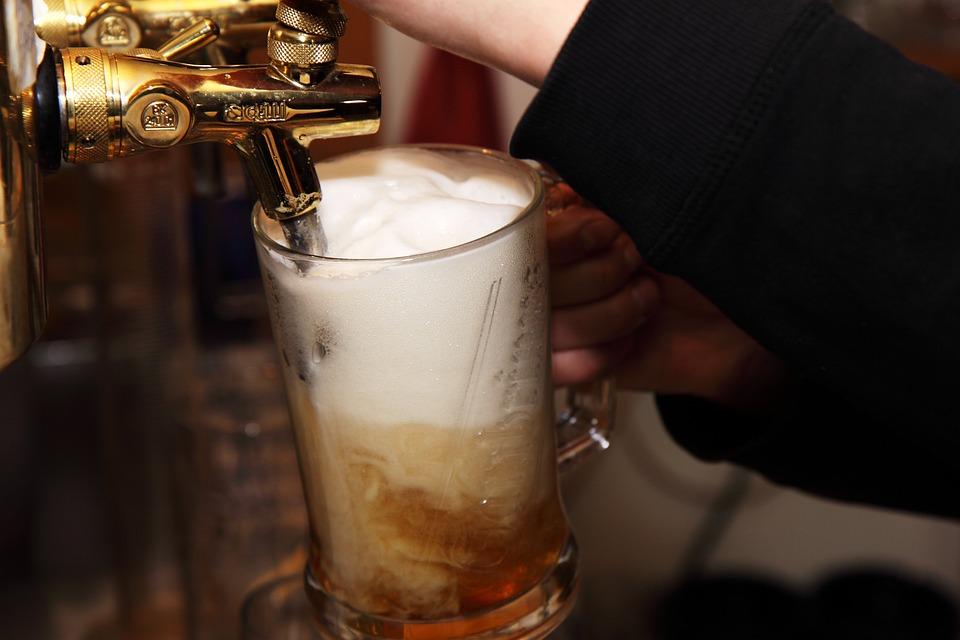 アルコール, バー, ビール, ドリンク, 酒, 醸造, 気泡, カウンタ, 泡, ガラス, ゴールデン, 手