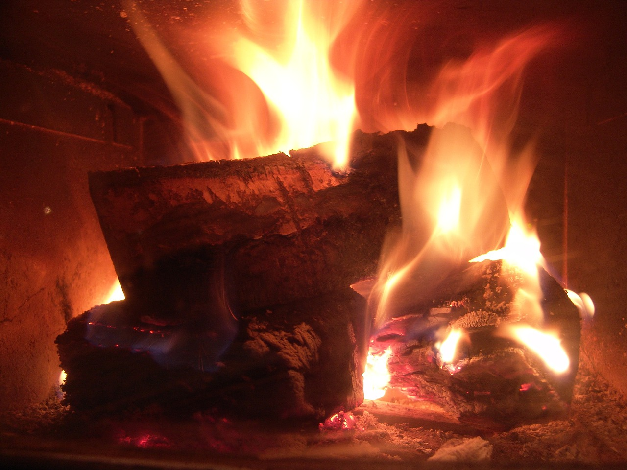 梦见熊熊烈火烧房子 梦见熊熊烈火是什么征兆