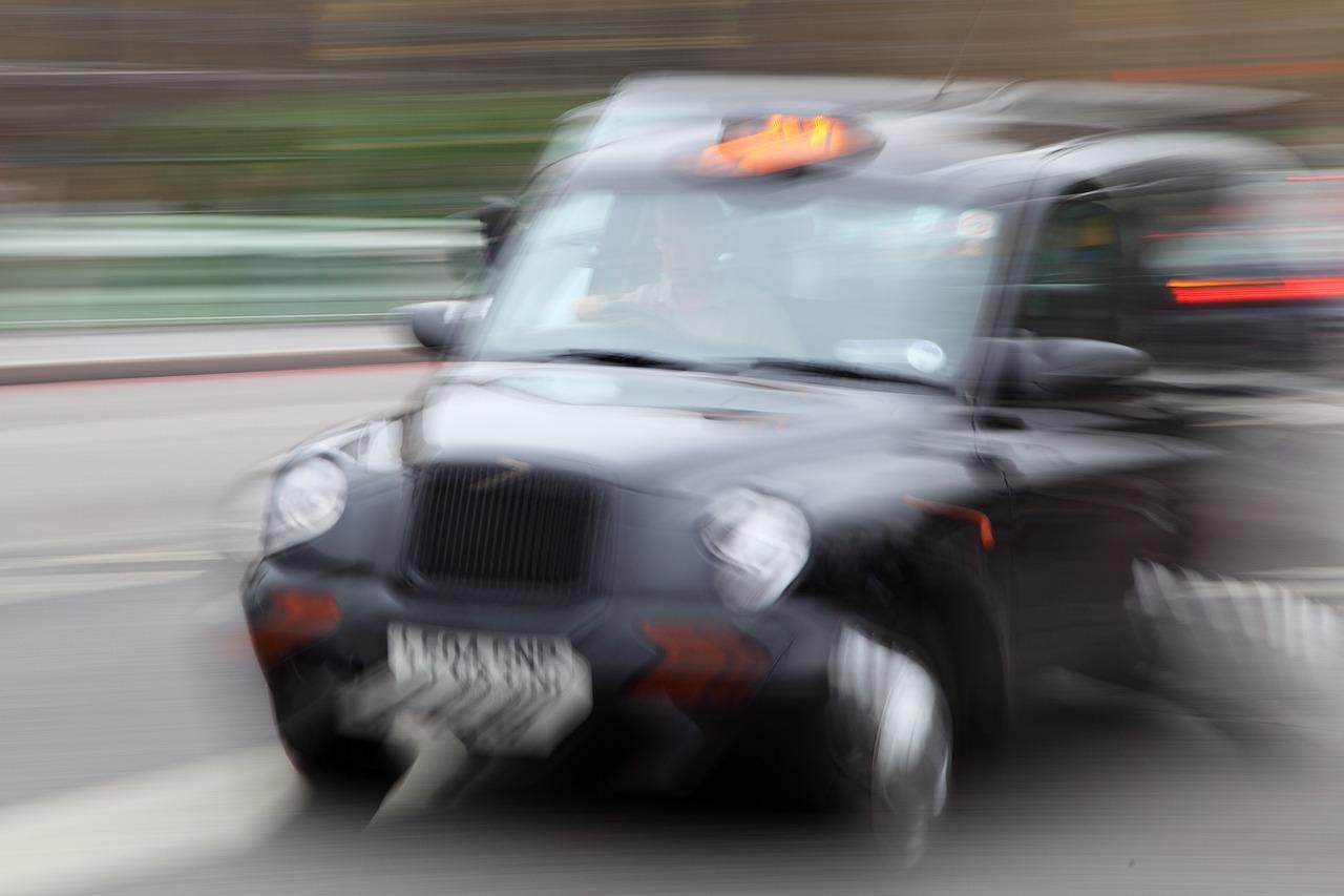 макар как размазать движущиеся автомобили на фотографии приблизительно