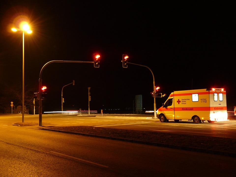 Semáforo, Rojo, Ambulancia, Señal De Tráfico, Carretera