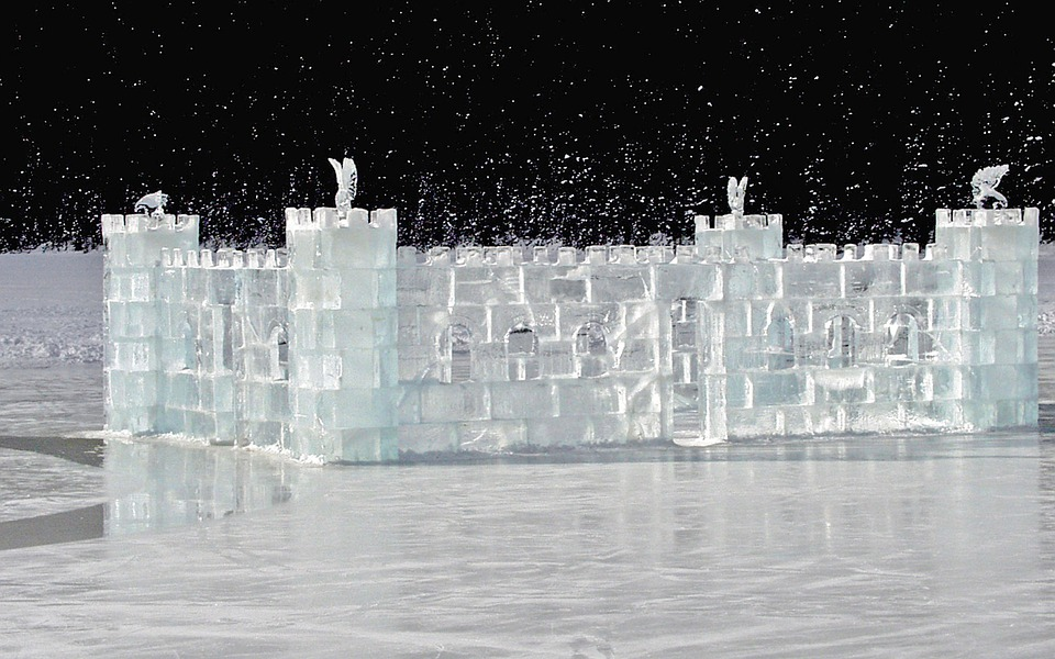 Photo gratuite ch teau de glace congel s image for Chateau de glace reine des neiges