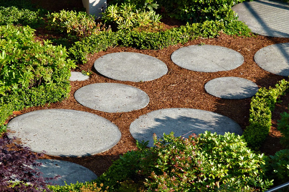 Giardino percorso piastrelle · foto gratis su pixabay