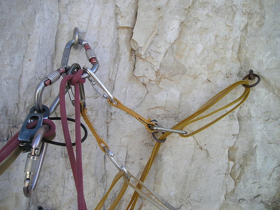 登山家必携のおすすめの登山用カラビナ10選のサムネイル画像