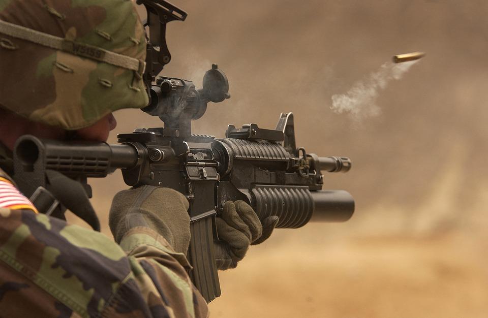 兵士, 小型機関銃, 戦争, 戦い, ライフル, 銃器, 自動小銃, 武器, 撮影, 焼成