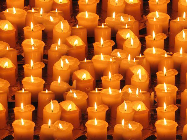 https://cdn.pixabay.com/photo/2012/11/05/16/21/candles-64177__480.jpg