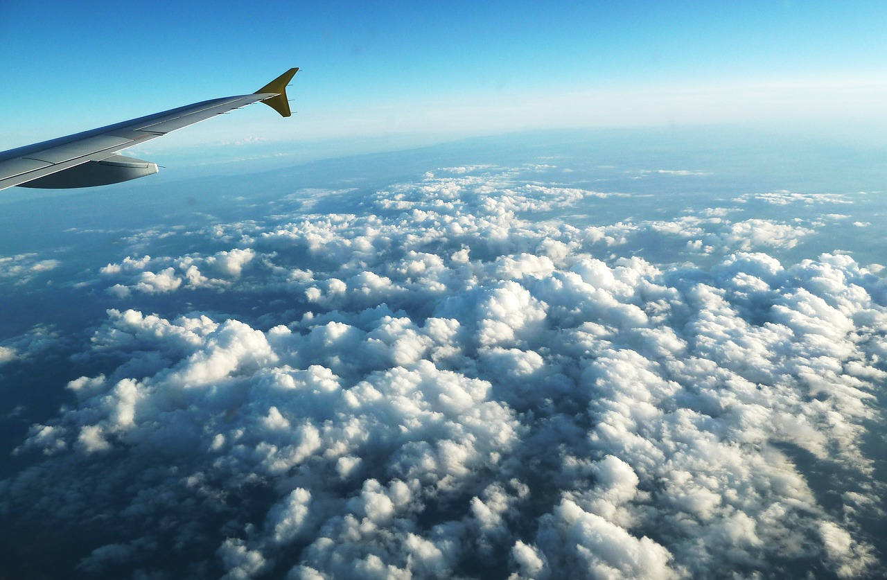 человек в небе фото с самолета может быть требуется