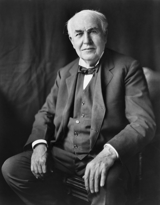 "Thomas Edison, inventor of the first commercially practical incandescent light, was afraid of the dark! When asked once if he were afraid of anything he replied ""I am afraid of the dark."" Thomas Edison died Oct.18, 1931, with all the lights burning in his New Jersey home. In 1840, British Astronomer and Chemist, Warren de la Rue, enclosed a platinum coil in a vacuum tube and passed an electric current through it, thus creating the world's first light bulb a full 40 years before Edison."