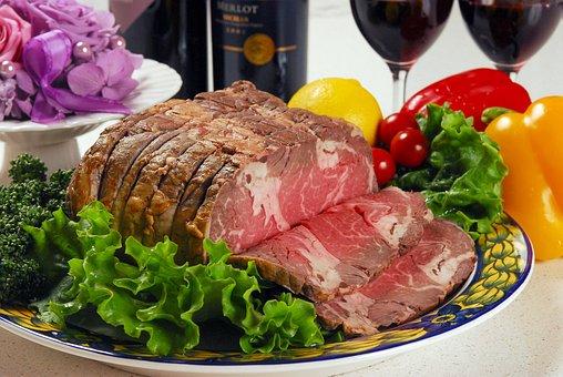 L' arrosto con verdure è un secondo piatto molto gustoso