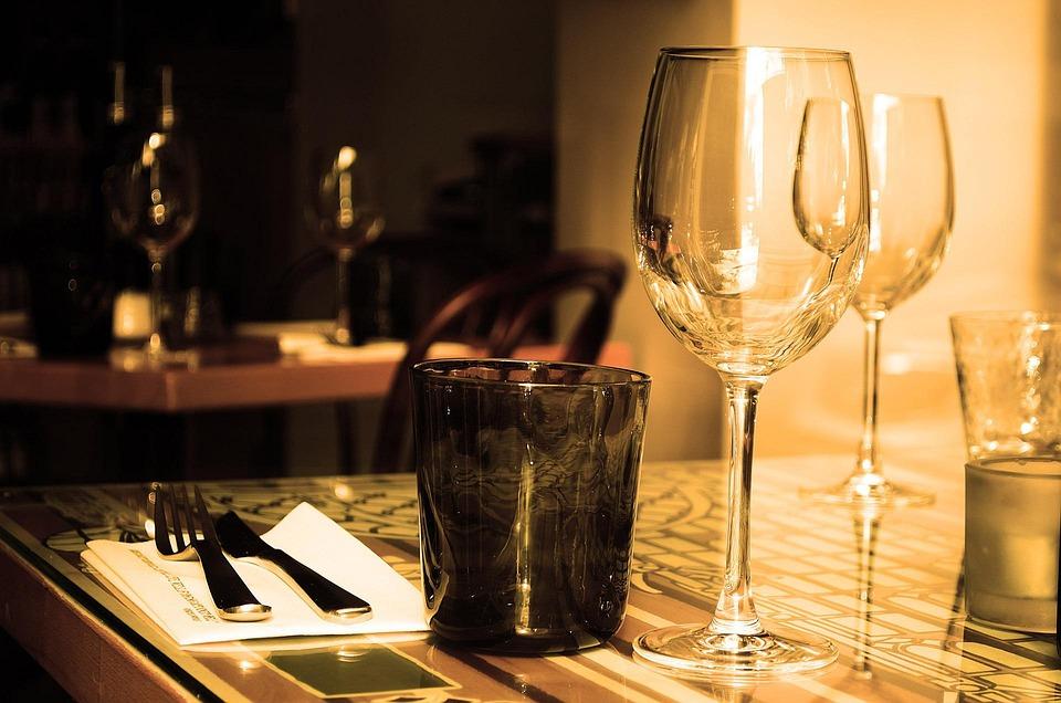 tisch restaurant mobel glas wein trinken besteck