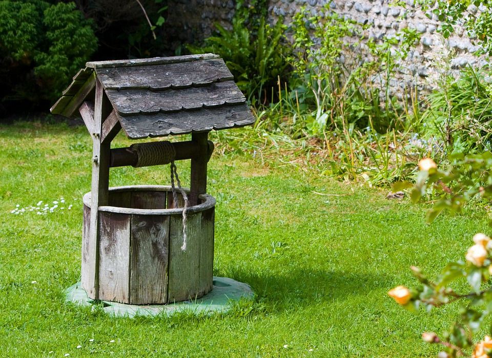 Free photo wishing well well old wood free image on for Bordillos jardin