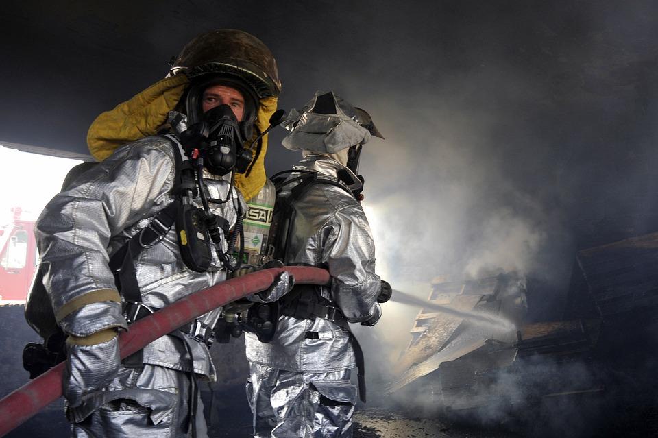 Профессия пожарный: плюсы и минусы, требования, обязанности, работа, зарплата и карьера
