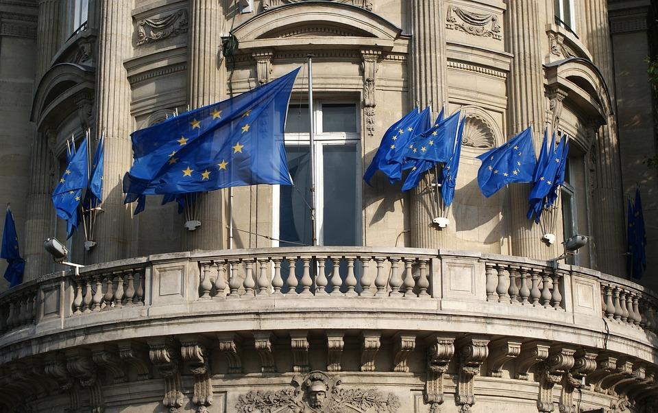 Bâtiment, Drapeaux De L'Union Européenne, Balcon