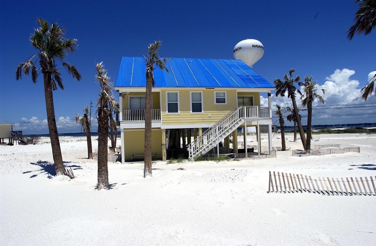 A photo of a beach house.   Photo: Pixabay