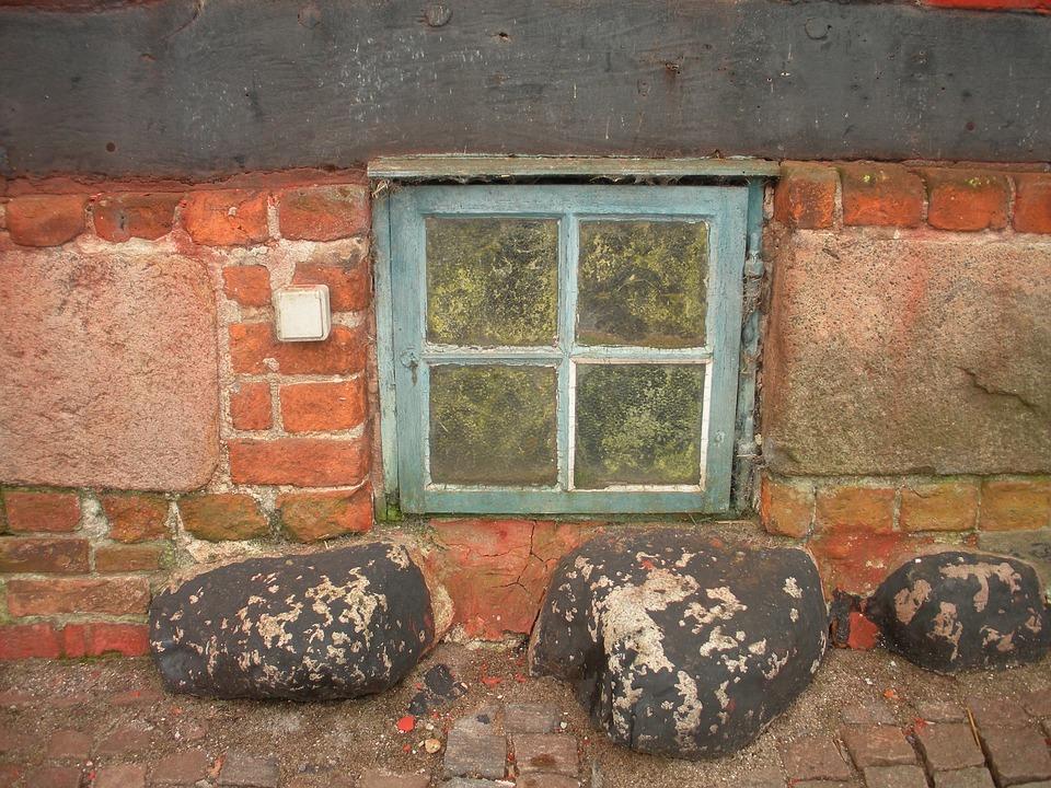 Oud Koopmanshuis, Detail, Kelder Venster, Blauw