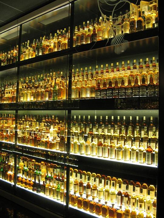 Foto gratis whisky u sque garrafas amarelo imagem for Copas para whisky