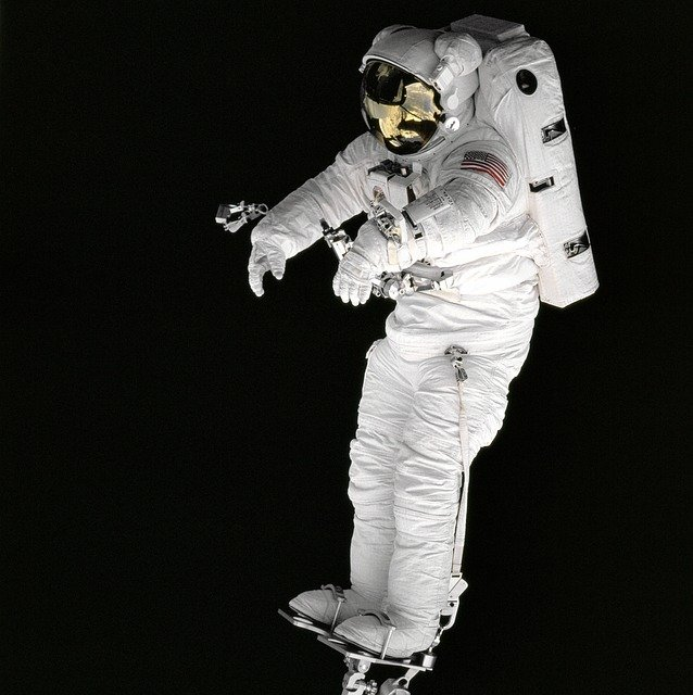 astronaut and spaceship - photo #31