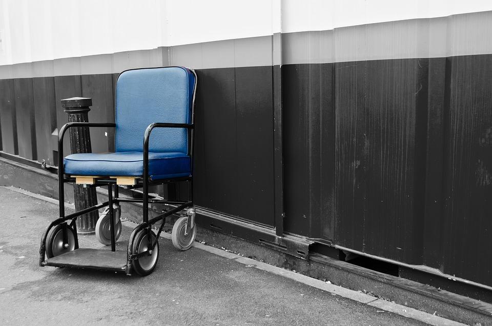 Sedia a rotelle gratis