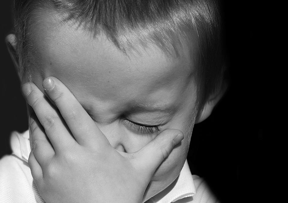 描写, 肖像画, 泣いている, 泣く, 赤ちゃん, 顔, 気分, 悲しみ, 若いです, 子, 人, 手, 絶望