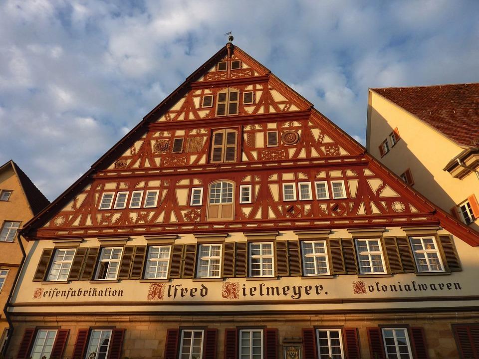 エスリンゲン ドイツ 建物 ファサード 詳細を見る アーキテクチャ 空 雲 外 華やかです