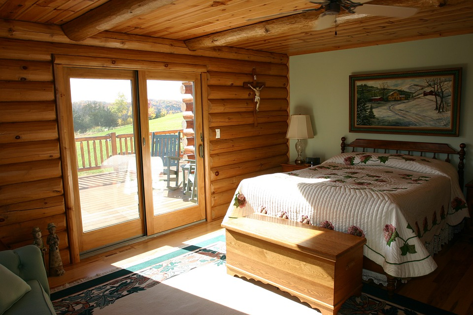 Free photo master bedroom bed logs cabin free image for Log home master bedrooms