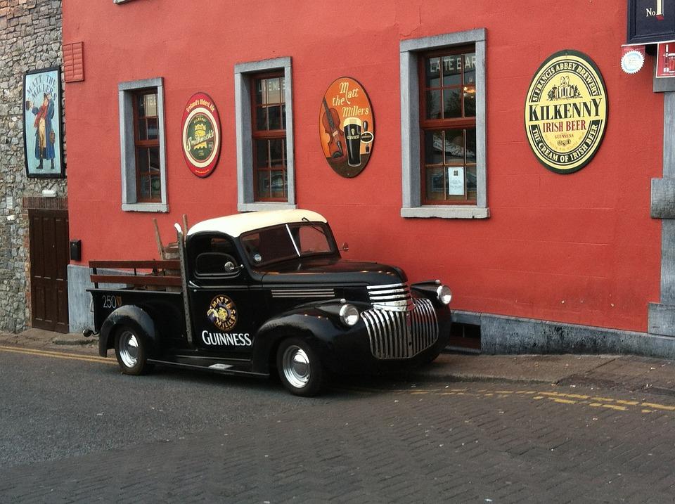 https://pixabay.com/photos/ireland-kilkenny-auto-guinness-pub-98035/