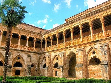 Vista interiores del Monasterio de Santa María de Huerta Soria