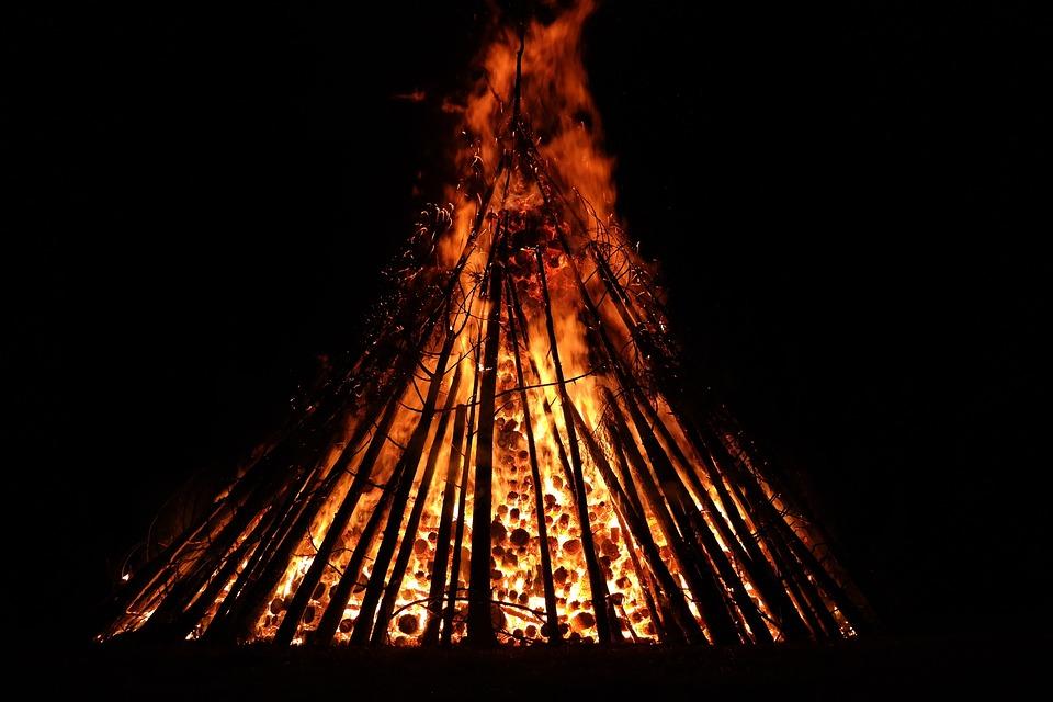 Sonnwendfeuer, Feuer, Brennen, Lodern, Flammen, Rot
