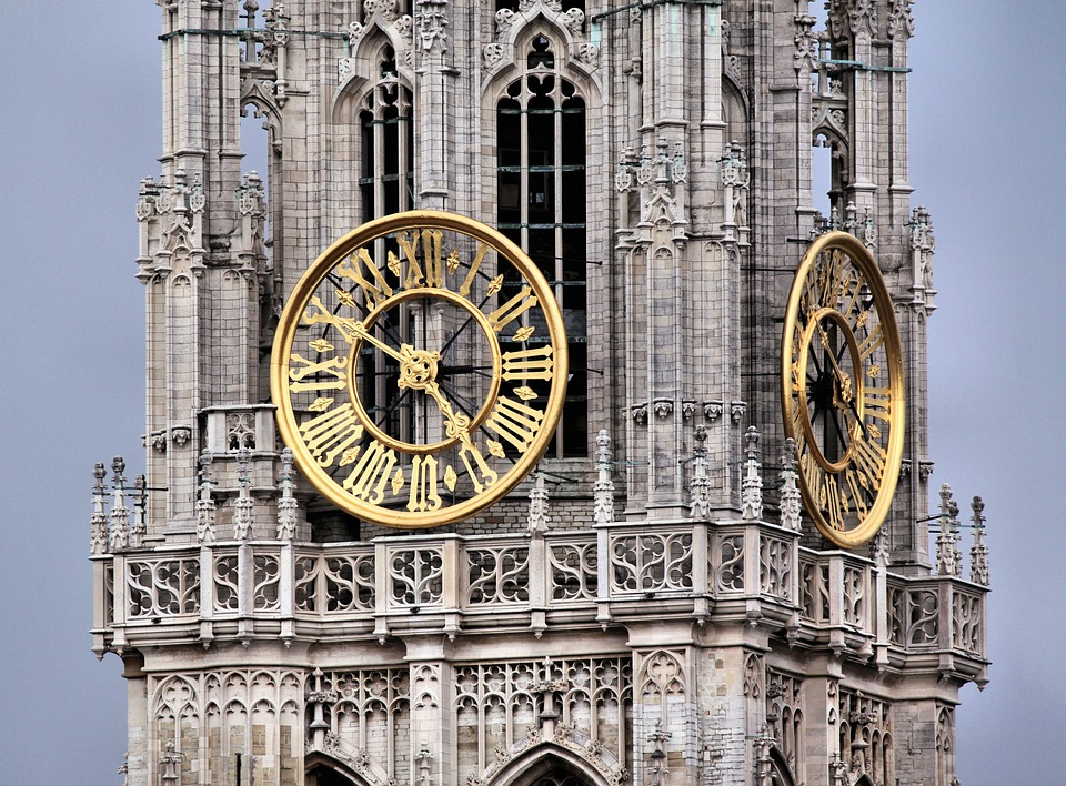 Reloj en la Catedral de Amberes