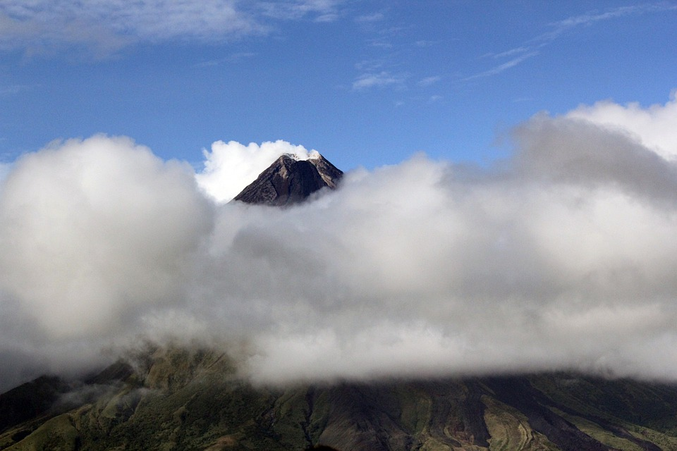 Volcan Mayon, Volcan, Ash, Cendres Volcaniques, Nuages