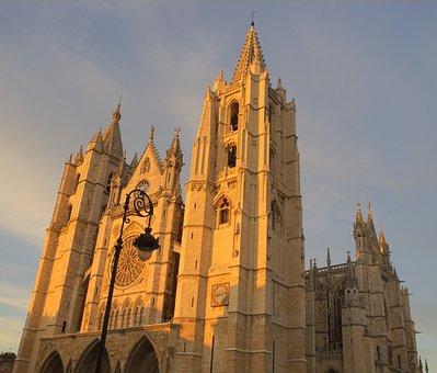 Qué ver qué hacer en Castilla y León. Vista Fachada Catedral de León