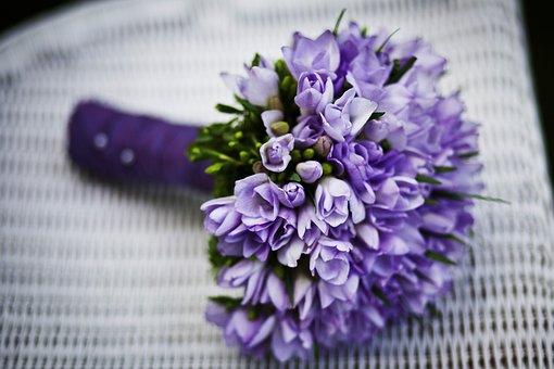 purple petaled flower bouquet