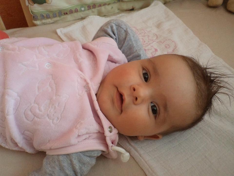 Foto gratis beb infantil ni o reci n nacido imagen for Cuartos de bebes ninas recien nacidas
