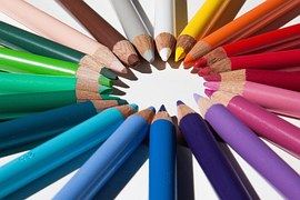 https://cdn.pixabay.com/photo/2013/09/05/14/57/colored-pencils-179167__180.jpg