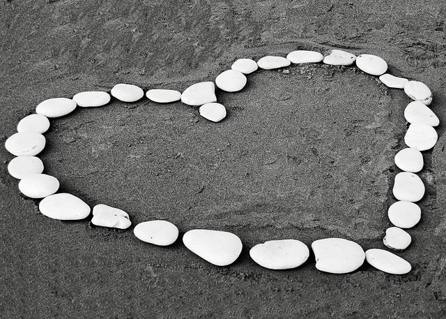 kostenloses foto herz sand stein wei schwarz kostenloses bild auf pixabay 184011. Black Bedroom Furniture Sets. Home Design Ideas