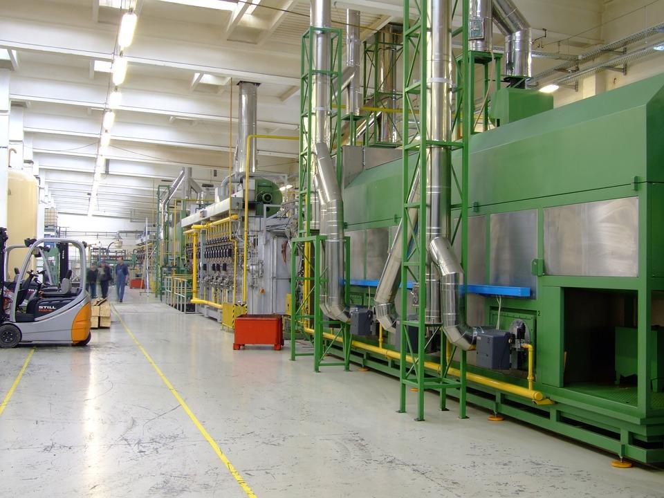 La producción industrial en España registra un descenso del 2 % interanual en noviembre por la pandemia