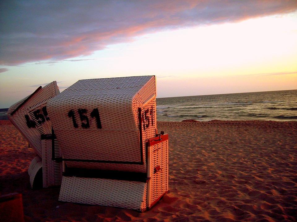 Strand nordsee sonnenuntergang  Kostenloses Foto: Strandkorb, Sonnenuntergang - Kostenloses Bild ...
