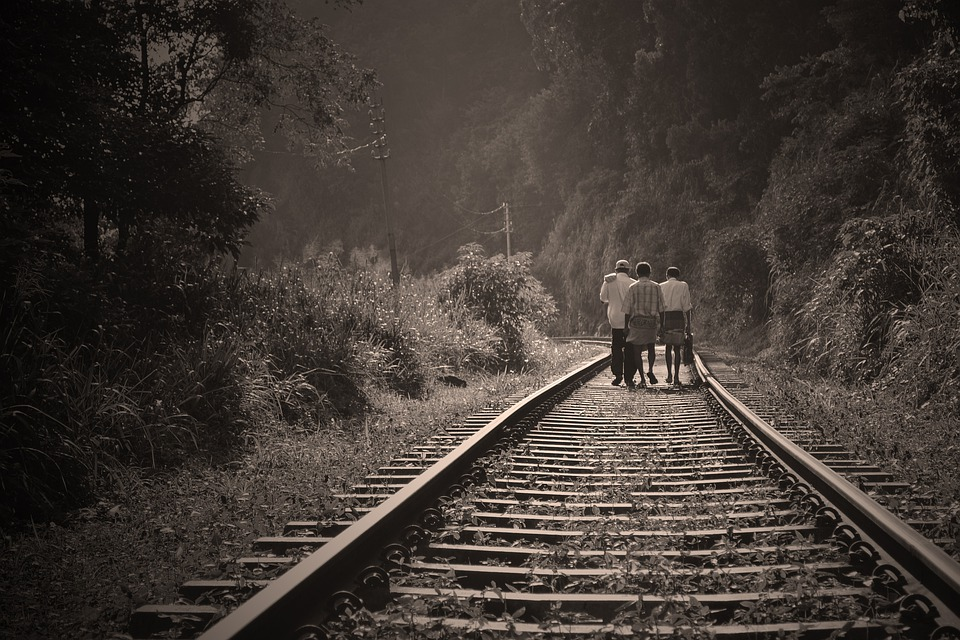 Vía Férrea, Personas Que Caminan, Paseo, Ferrocarril