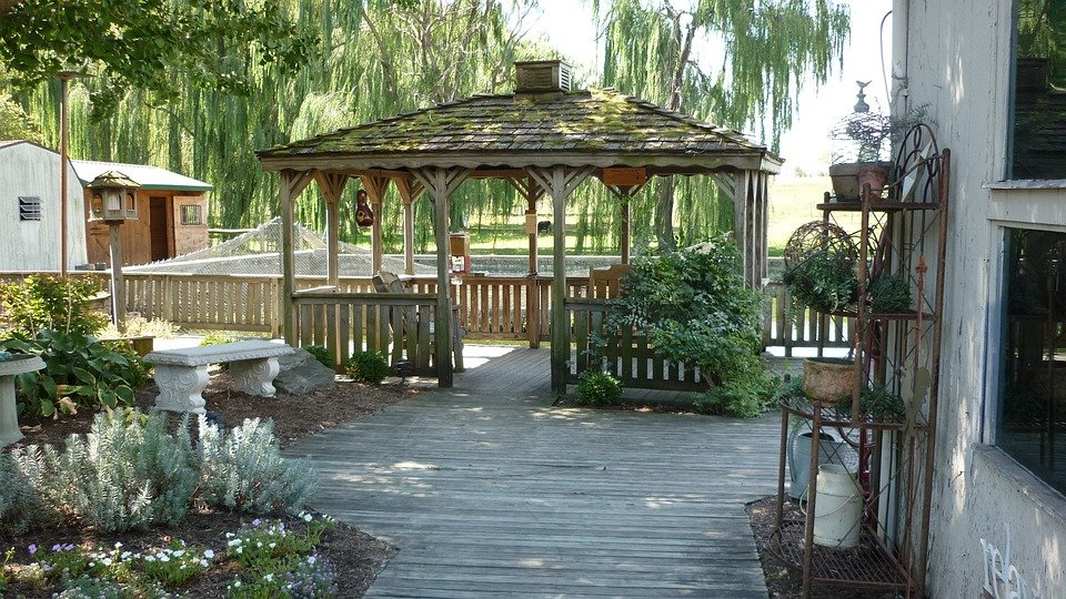 Free photo gazebo deck shade patio trees free image for Amenagement de patio exterieur