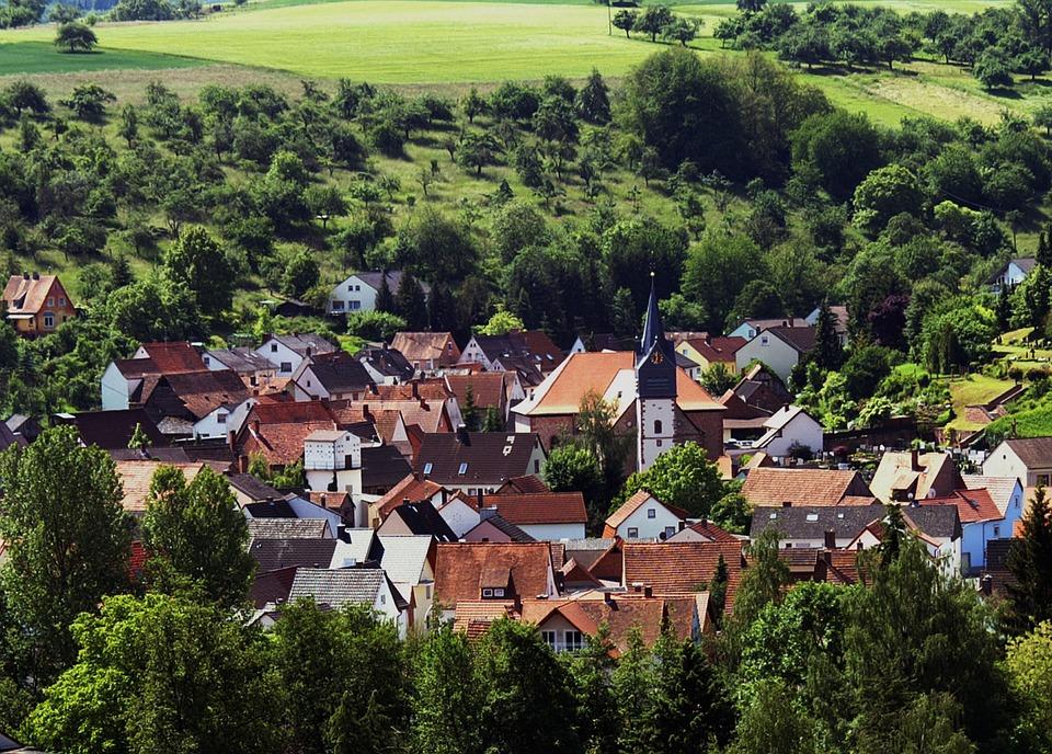 Foto gratis pueblo casas paisaje aldea imagen gratis for Paisajes para una pared