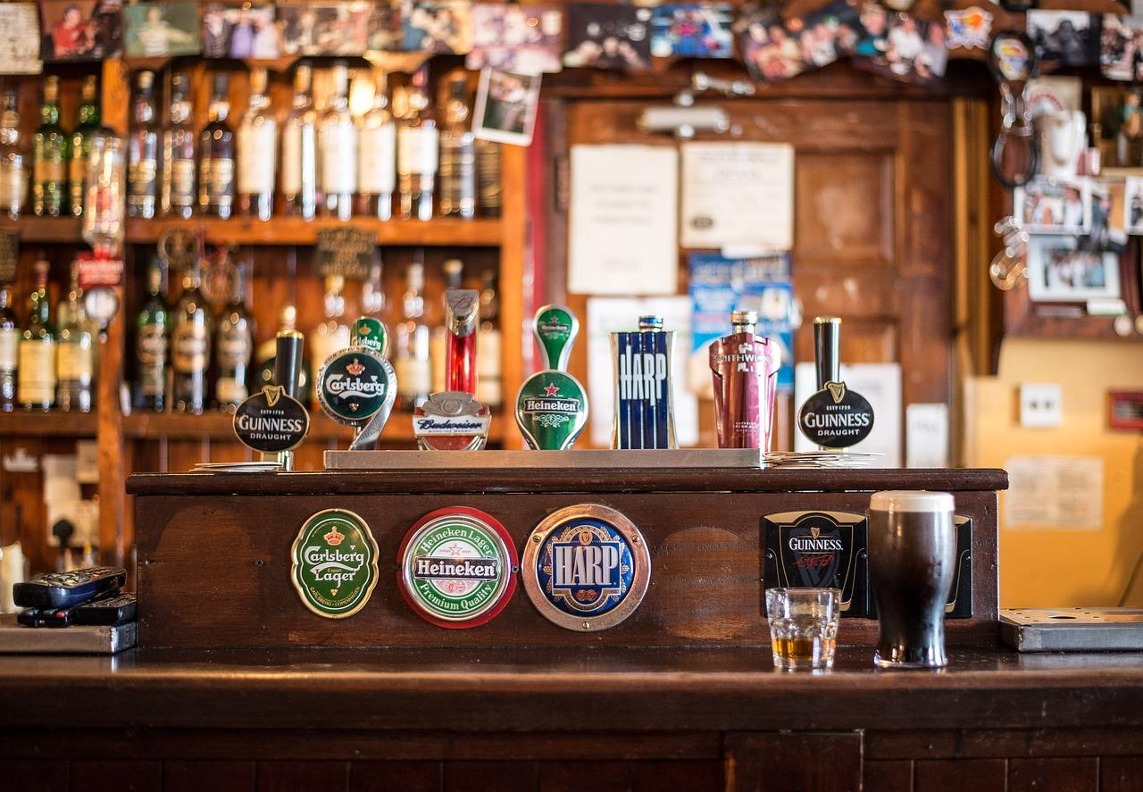 uvropeyskie-suvenirnie-domiki-kazino-pivnoy-bar-restoran