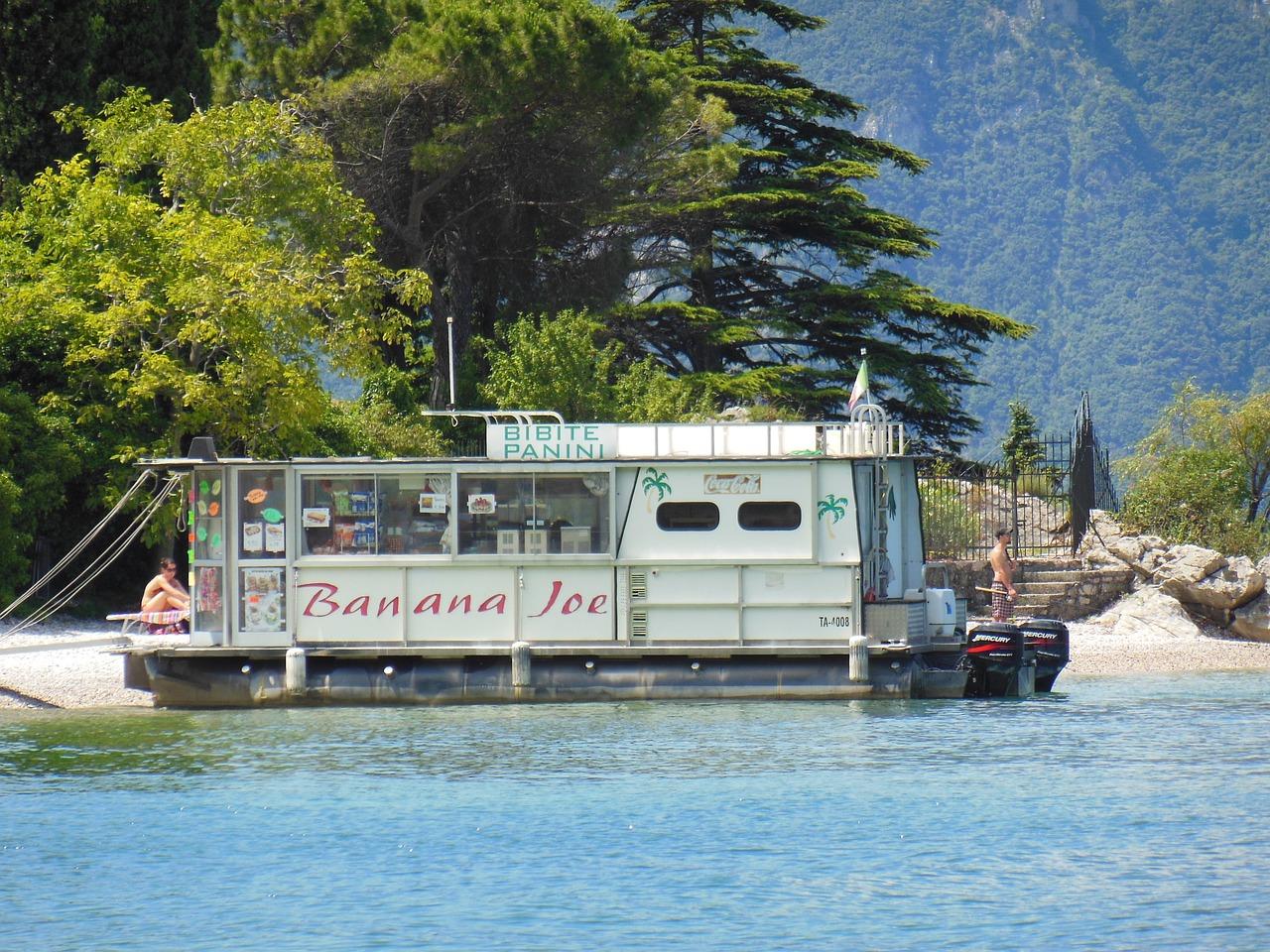 梦见和别人一起坐船 女人梦见坐船过河