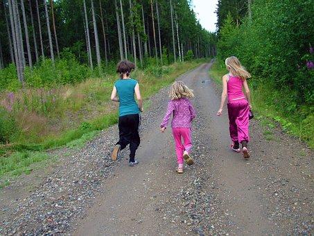 子供, 実行, ランニング, 女の子, 未舗装の道路, 道路, 森, ランニング