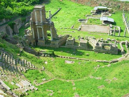 Reste des Römischen Theaters in Volterra