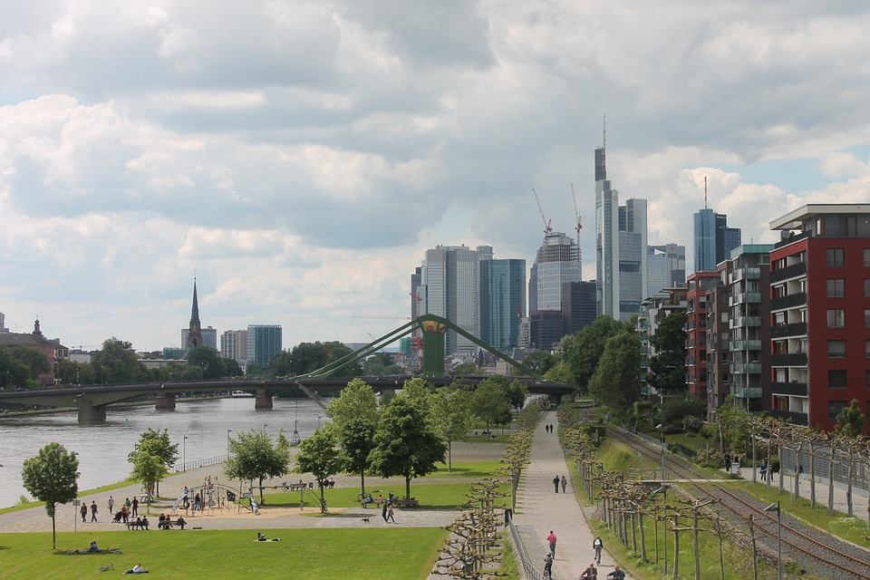 frankfurt am main germany skyline free photo on pixabay. Black Bedroom Furniture Sets. Home Design Ideas