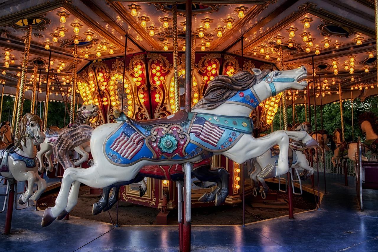Поздравления, картинка карусель с лошадками