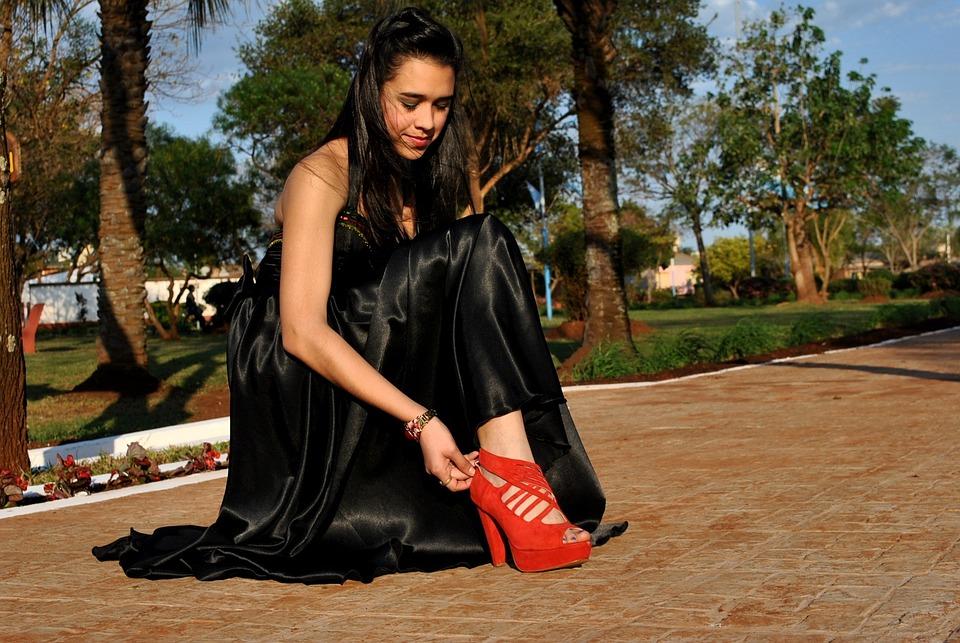 bf4a3b0f9 Sapato, Sapato Vermelho, Vestido Preto, Calçados, Pés