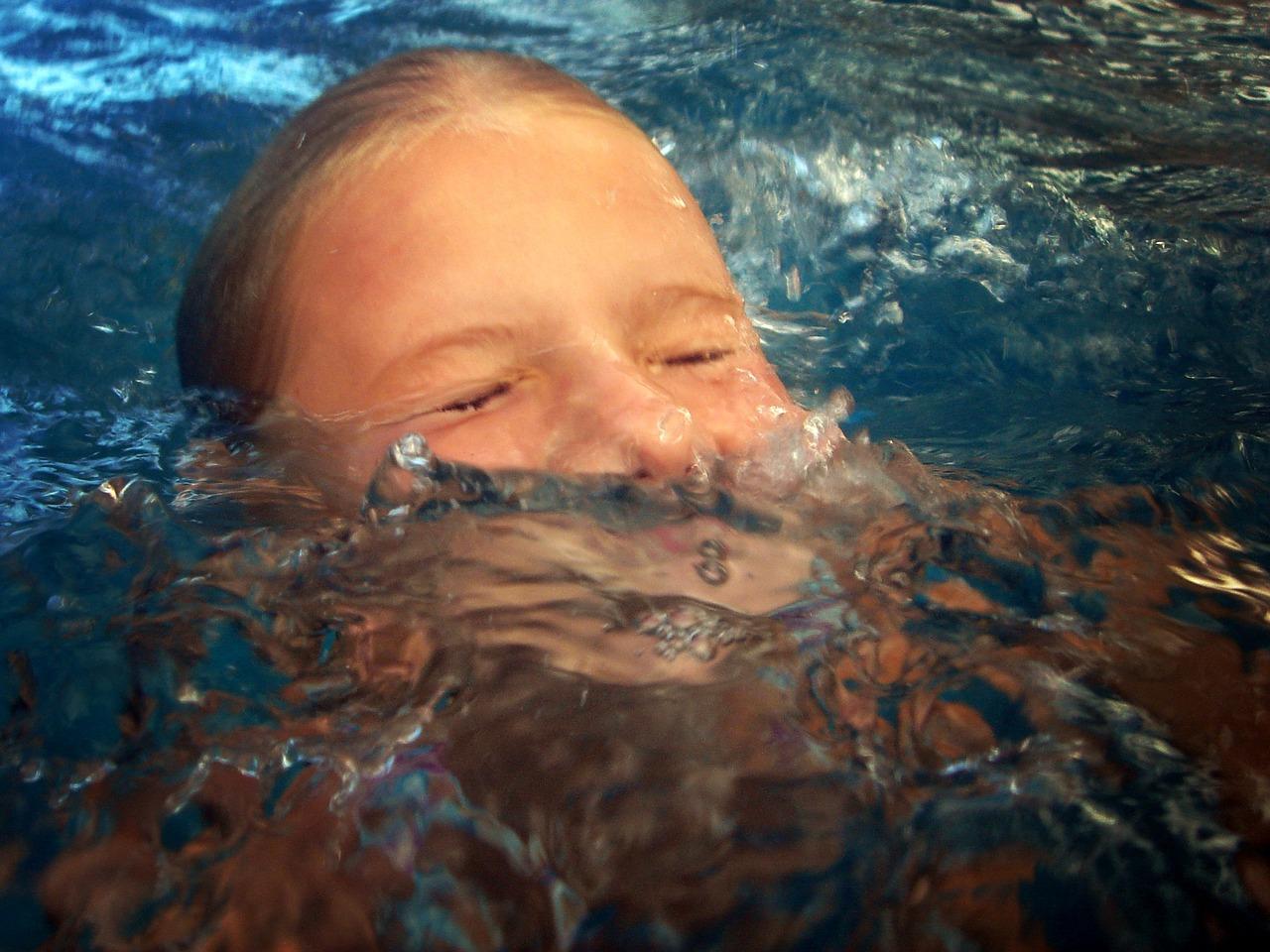 Женщину мужик захлебнул водой