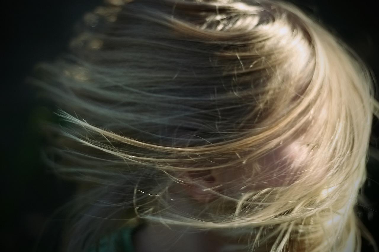 Blonde hair toner