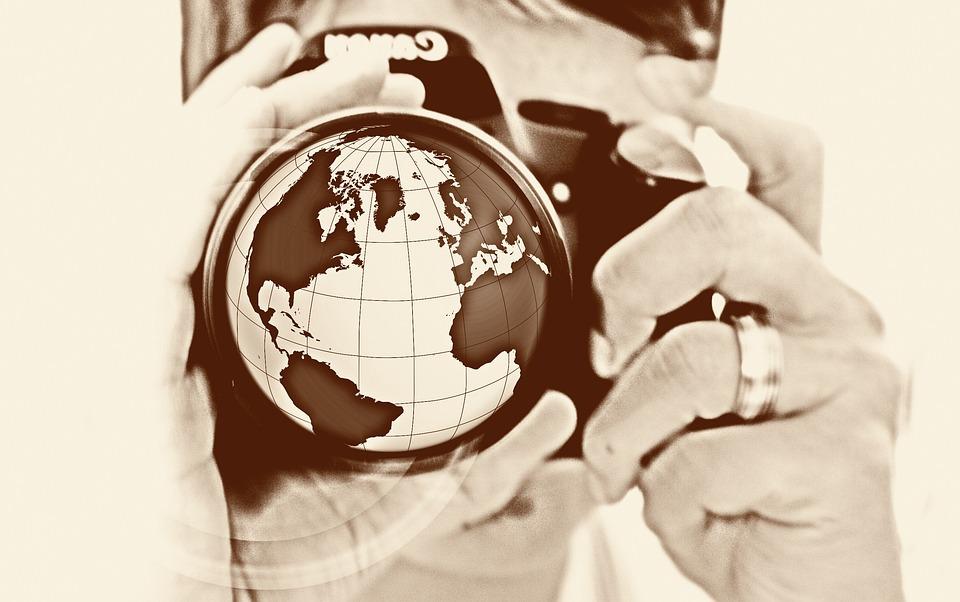Femme, Caméra, Main, Lentille, Terre, Globe, Amérique