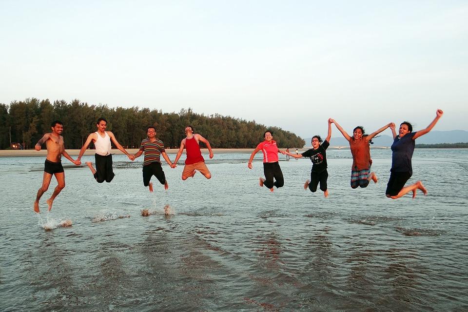 happy-people-249242_960_720.jpg